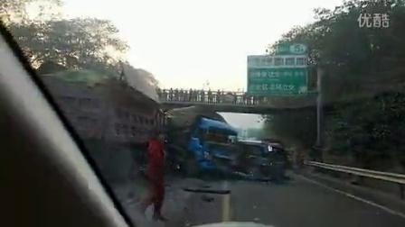 重庆绕城车祸,给力的奇瑞瑞麒m1。