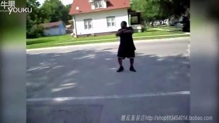 杯了个具 胖子当街热舞被车撞飞_高清
