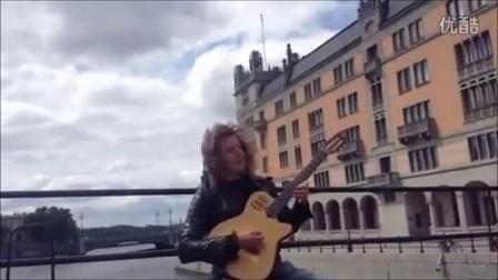 街头艺术家吉他表演野蜂飞舞