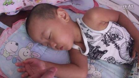 大儿子睡着了 被爸爸弄醒了 郑嘉俊