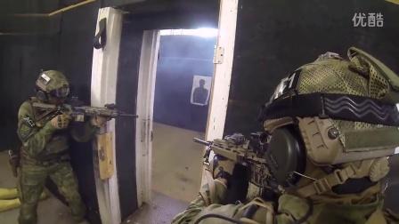 军情解码--美国与波兰特种部队入室枪战训练