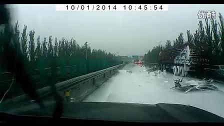 2014-10-1京藏高速车祸目击实录_高清oox