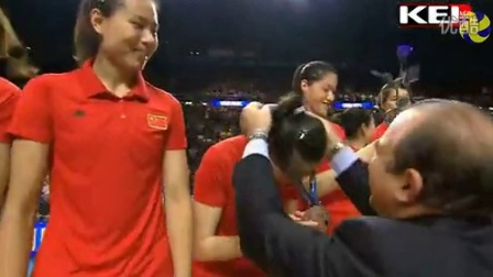 女排世锦赛颁奖仪式中国队展示中国体育最灿烂笑容