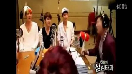 韩国欧巴节目现场被罚用锤子打屁股视频