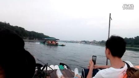 桂林漓江做竹筏船