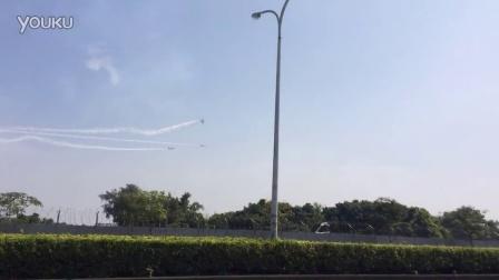实拍台湾高雄AT-3雷虎特技飞行训练 空中擦撞坠机一死