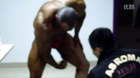宏伟速黑喷雾的使用视频,韦德钻石杯健美赛伊朗选手