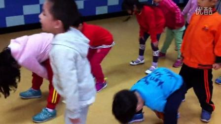 金阶梯学前班十月主题活动之万圣节南瓜游戏