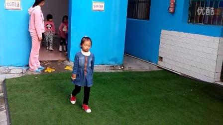 阳光礼仪幼儿园排队入厕