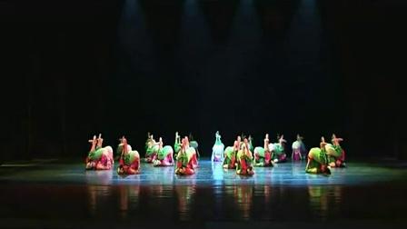 女子群舞《春知沂蒙》