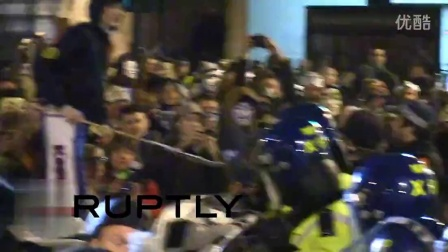 Scuffles between protesters & police in London
