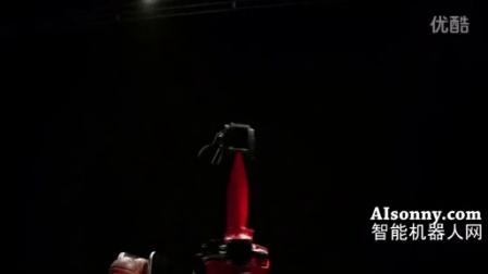 超牛的投篮机器人 柯马Racer机器人VS马科·贝里内利