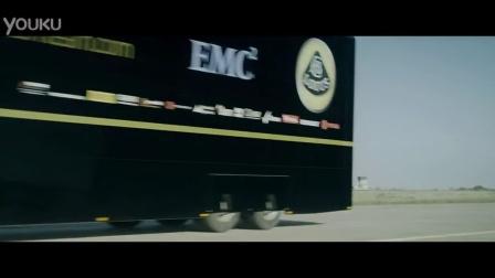 卡车飞越F1赛车
