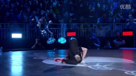 【5BBOY】Alcolil vs Victor - Quater Final - Red Bull BC One World Final 2014 Paris
