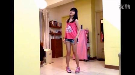 美女热舞自拍视频 清纯美女在家自拍热舞