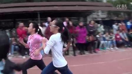 玉州区七中校运会之田赛——800米决赛易依琪跑步