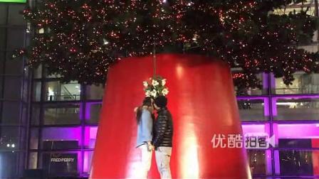 【拍客】情侣接吻点亮上海18米高圣诞树