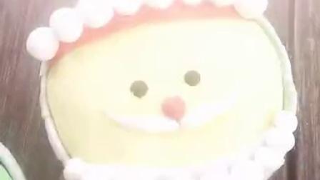 圣诞翻糖纸杯蛋糕