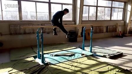 大学二年级体育教育专业  体操双杠动作