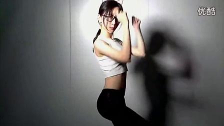 美女主播郭mini141230小黑屋第三段热舞