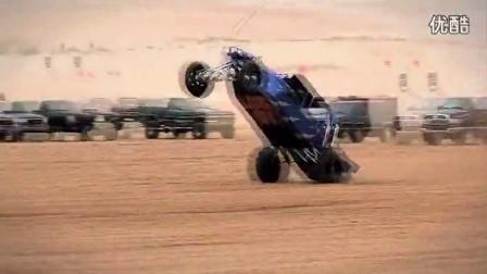 视频实拍 沙漠中疯狂飞车   越野玩沙
