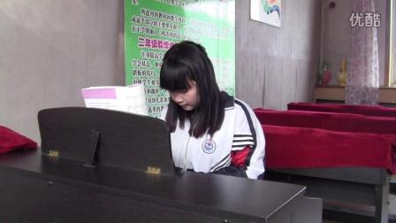 丹东曙光职专2014级学前教育专业学生徐子晴钢琴弹奏