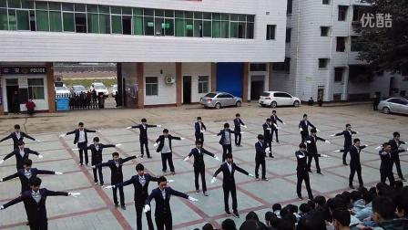 四川省服装艺术学校礼仪操2013级汽修班