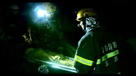 四川省宜宾市江安县消防中队;小轿车撞坏桥栏掉下离桥面10几米高的河堤消防官兵成功救援