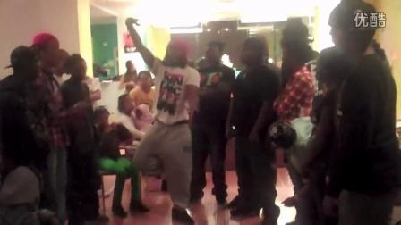 【粉红豹】街舞大神:罗素早期在舞蹈室krump的视频!太精彩了!