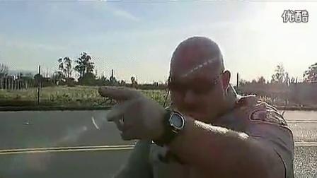 美国警察执法时的突发状况