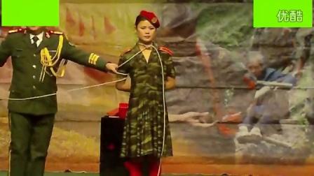 文工团女兵的魔术表演2