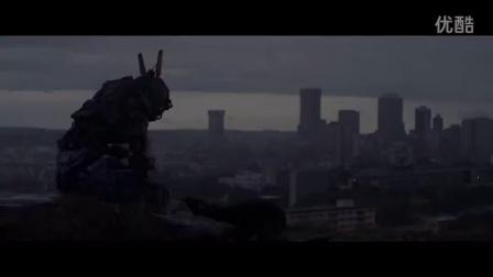《超能查派》英国预告片 休杰克曼捕超能查派