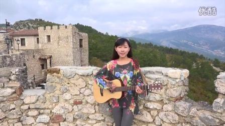 美女旅游体验师南法弹唱《依恋》