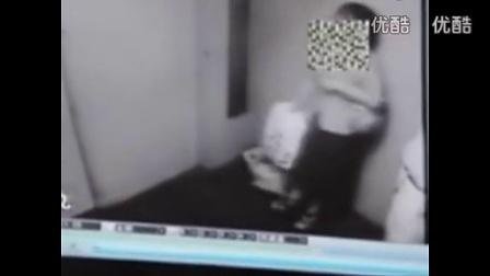 【搞笑视频搬运工】监控实拍 男女情侣电梯里激情野战亲吻_标清_高清