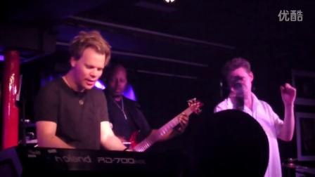 美国著名流行爵士键盘/作曲家Brian Culbertson与乐队伦敦Pizza Express演出Beautiful Liar