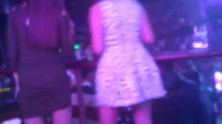 实拍某知名夜店美女们尽情舞蹈-无码