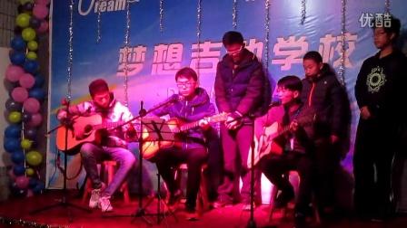 济宁吉他 《我会想起你》郑文哲老师带领学生弹唱表演!