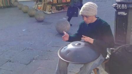 超棒街头手碟表演!佛罗伦萨街头西班牙小伙handpan音乐
