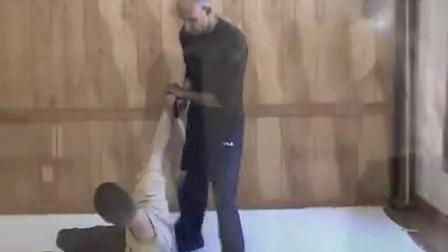 与Vali Majd和Matt Lowes一起练习俄罗斯武术