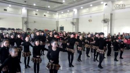 宁夏银川新兰拉丁 瑜伽 街舞 爵士中国宁夏国际标准舞总会 年会 新兰舞蹈培训机构表演  团体舞后面是祖老师和来自北京的德国OCG比赛第三 童瑶老师