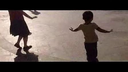 要火的节奏!广场舞小男孩。