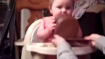周岁宝宝第一个生日蛋糕,爆笑!!