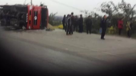 2015年3月7日资中发生一起交通事故卡车侧翻是否有人员伤亡不明车祸现场