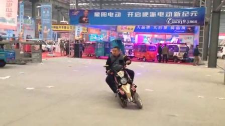 可倾斜倒三轮电动摩托车18605397953