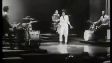 四位美国经典鼓大师跟位踢踏舞者一起表演,又厉害又好玩!有中文字幕的