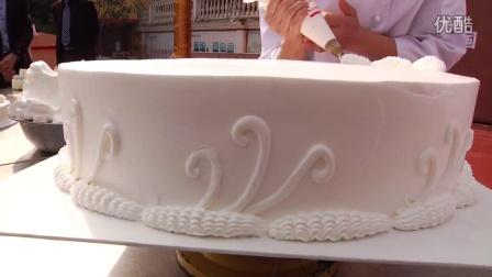 精美大蛋糕的做法,市场上卖的很火的蛋糕的做法(同学们快来围观)