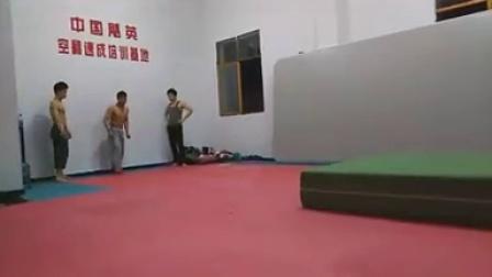 空翻教学 跑酷特技 街舞瑜伽 飓英