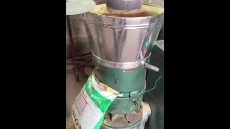 圆梦养殖网湖北省安陆500母猪猪场自配料发酵冷制粒颗粒料加工视频