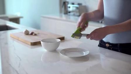 【魔幻厨房】英国Joseph Joseph 创意厨房绿色压蒜器