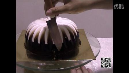 看到刘清蛋糕培训学校制作了这么漂亮蛋糕--黑美人恋,反正我醉了~